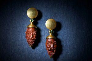Ohrschmuck Gesichter Holz mit Peridot